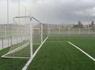 Portería de aluminio fútbol 7 empotrada con arquillos superiores (EFPA002)