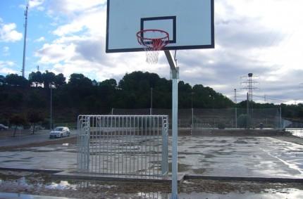 Antivandal football goals and basketball goals in Fuentes de Ebro